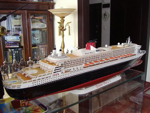 Queen Mary II 1/400-q3.jpg